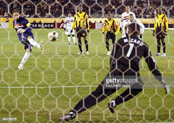 Brazlian Sao Paulo FC goalkeeper Rogerio Ceni kicks a penalty goal against Saudi Arabia's Al Ittihad goalkeeper Mabrouk Zaidat in the second half of...