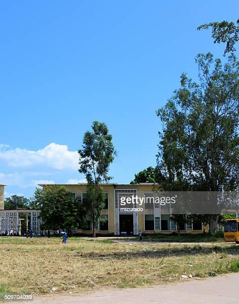 brazzaville, kongo: savorgnan de brazza highschool - kinshasa stock-fotos und bilder