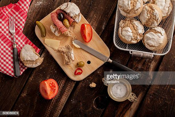 bread buns with salami, tomatoes and cucumber - carolafink imagens e fotografias de stock