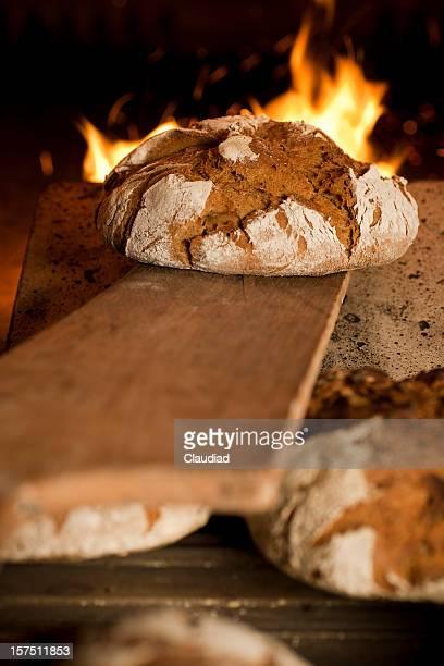 pane in forno - pane integrale foto e immagini stock
