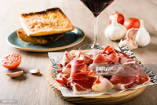 Bread with tomato and ham on plate
