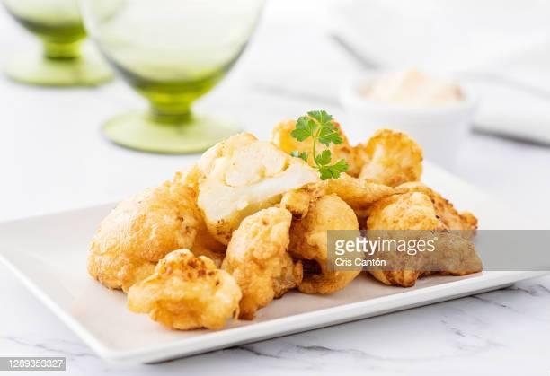 breaded cauliflower - cris cantón photography fotografías e imágenes de stock