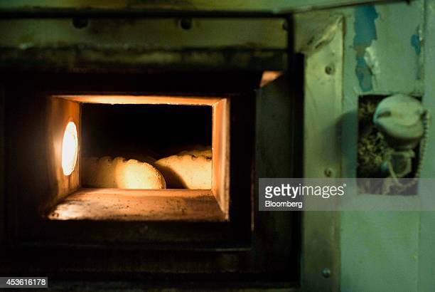 Breads bake in an oven at the Orlando Baking Co in Cleveland Ohio US on Wednesday Aug 13 2014 Wheat rose after the US lifted the outlook for its...