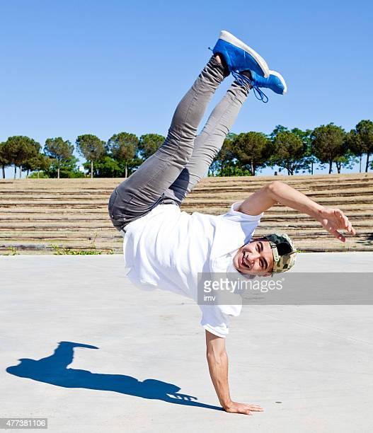 ブレイクダンサー公園 - 離れ技 ストックフォトと画像