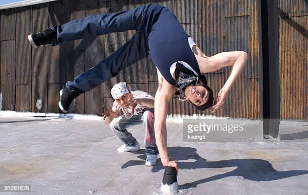 dançarinos de descanso - hip hop - fotografias e filmes do acervo