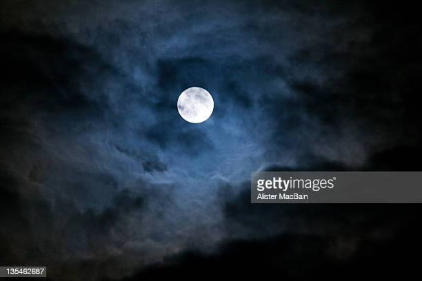 break in clouds - moonlight stock pictures, royalty-free photos & images