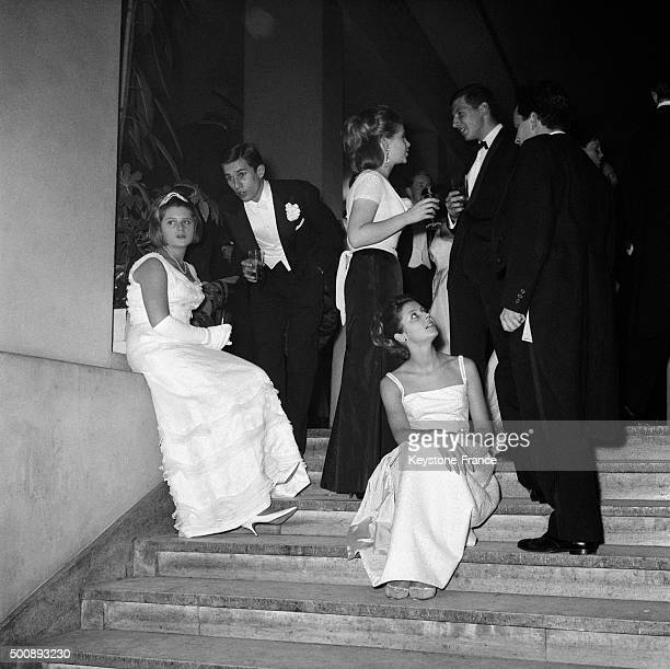 Break in the great stairs of the Palais de Chaillot during the annual Bal des Débutantes held every year to signal the high society debuts for well...