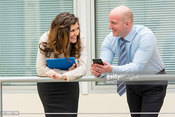 Pause avec des collègues et de rire