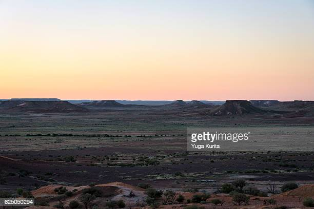 breakaways conservation park at sunset - coober pedy foto e immagini stock