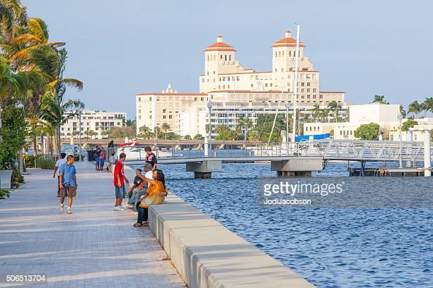 Breakers Hotel in Palm Beach mit Blick auf den intracoastal Waterway vom walkway