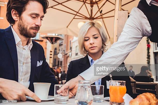 朝食のカフェ - サーブを打つ ストックフォトと画像