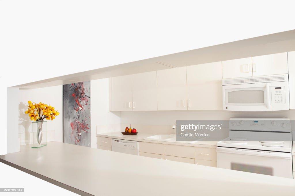 Breakfast bar in modern kitchen : Foto stock