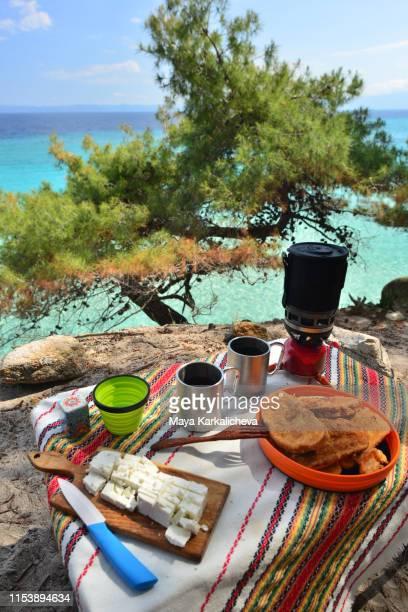 breakfast by the sea, double baked bread, cheese and tea - peninsula de grecia fotografías e imágenes de stock