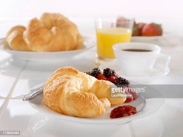Frühstück Croissant und Strawberry Jam