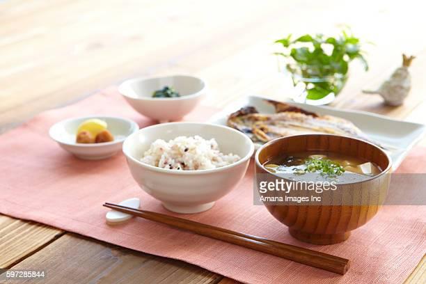 breakfast on place mat - washoku fotografías e imágenes de stock