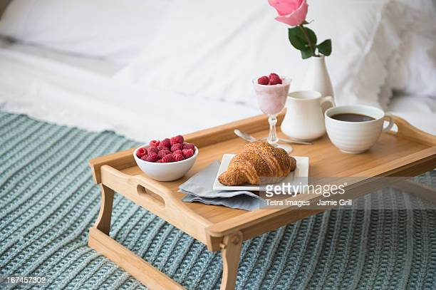 breakfast plate on bed - breakfast in bed stock pictures, royalty-free photos & images