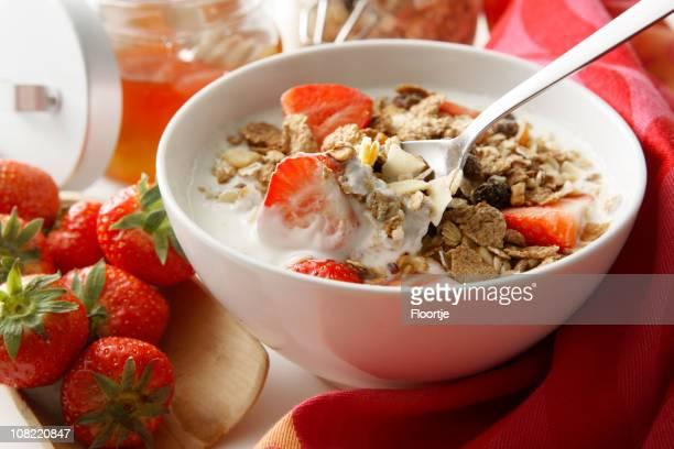 Frühstück Fotos: Müsli mit Erdbeeren