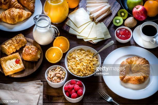ontbijttafel - ontbijt stockfoto's en -beelden