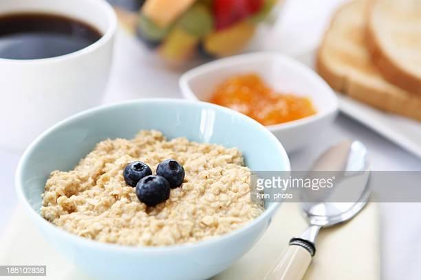 朝食用テーブル、シリアル