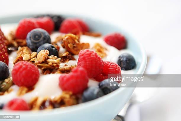 朝食用テーブルとヨーグルト