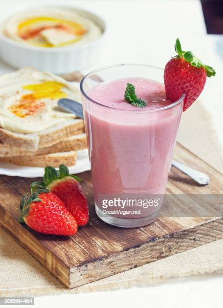 Breakfast toasts and smoothie