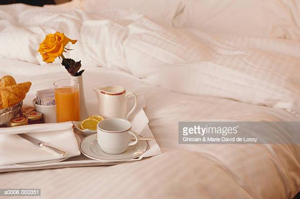 breakfast tray on bed - breakfast in bed stock pictures, royalty-free photos & images