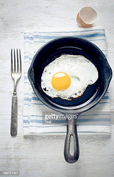 breakfast with egg - fried eggs stock pictures, royalty-free photos & images