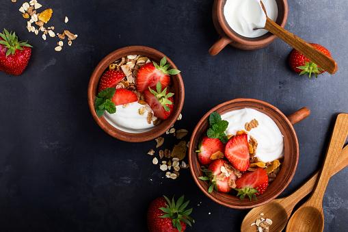 Breakfast with muesli, yogurt and fresh strawberries - gettyimageskorea