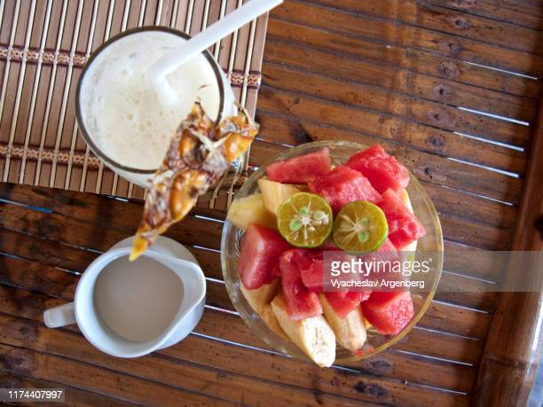 breakfast with pineapple milkshake and fruit salad, palawan - argenberg - fotografias e filmes do acervo