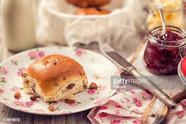 Breakfast with Raisin Buns