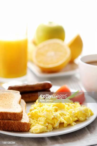 breakfast-eggs sausage and toast