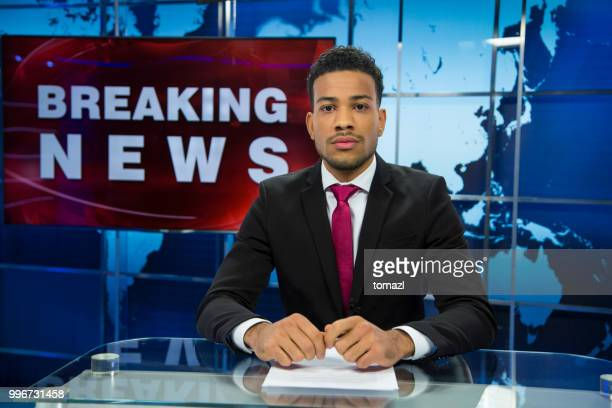 breaking news male anchor - journalist stock pictures, royalty-free photos & images