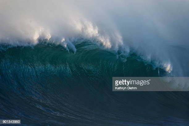 breaking wave on the east coast of austral during an east coast low - big wave surfing stock pictures, royalty-free photos & images