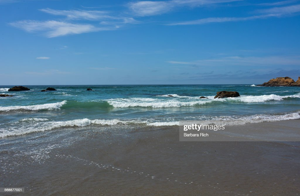 Breaking waves at Ft. Bragg California : Stock Photo