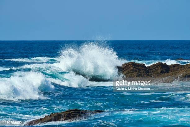 breaking waves at rocky coast, atlantik ocean, near hondarribia, basque country, spain - atlantik stock pictures, royalty-free photos & images