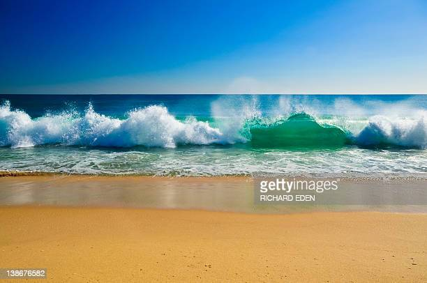 breaking waves - breaking wave stock pictures, royalty-free photos & images