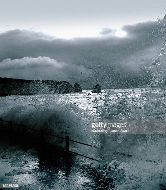 breaking waves - s0ulsurfing stock pictures, royalty-free photos & images