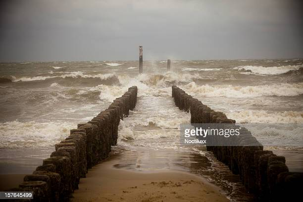 breakwater with very rough sea - coastline stock pictures, royalty-free photos & images