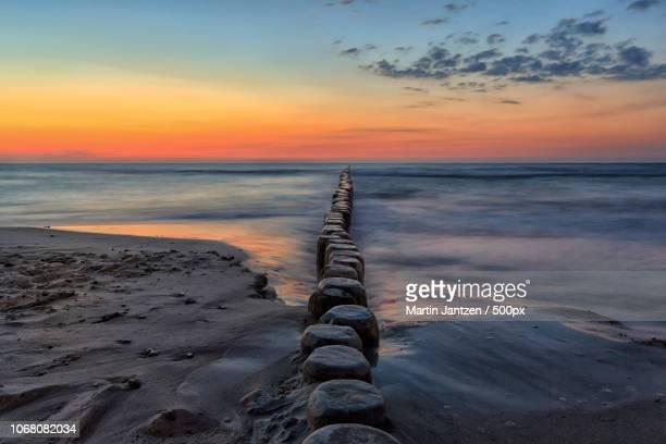 breakwaters in sea - rostock - fotografias e filmes do acervo