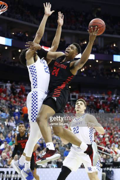 Breaon Brady of the Houston Cougars drives to the basket against EJ Montgomery of the Kentucky Wildcats during the 2019 NCAA Basketball Tournament...