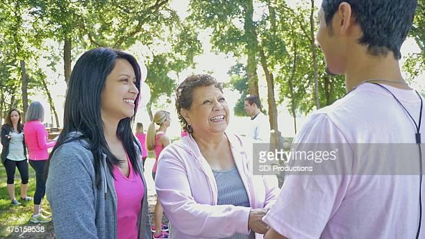Survivant du cancer du sein et à votre famille à la conscience de soi course caritative