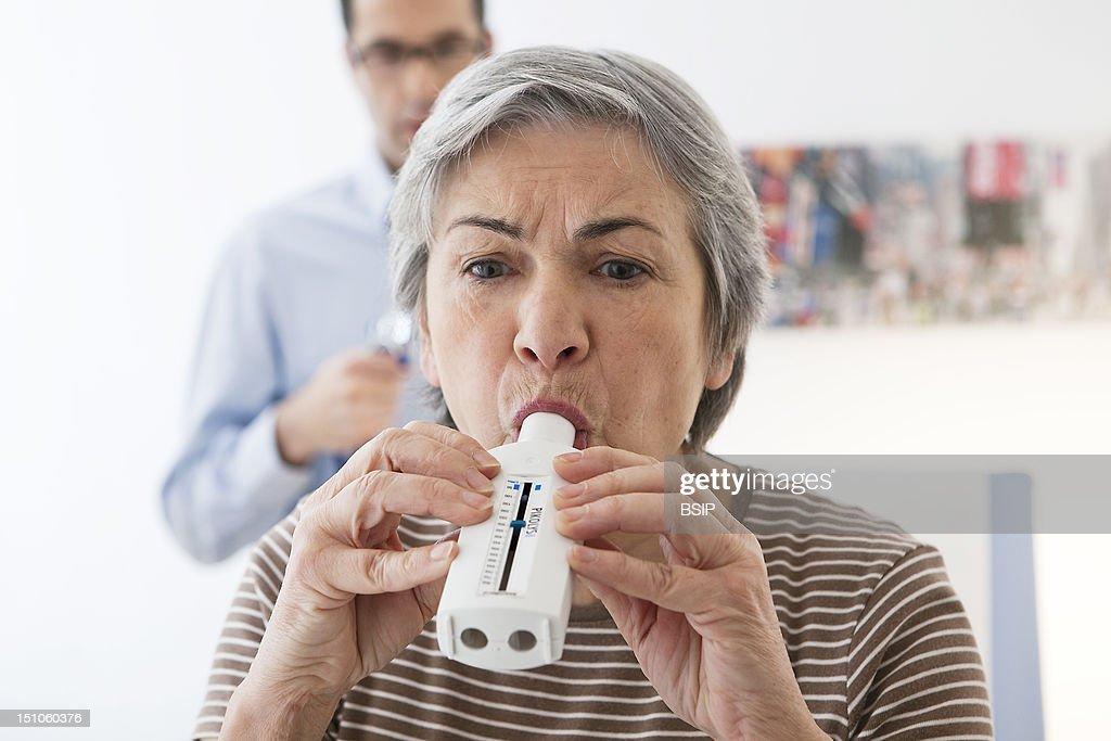 Breathing, Spirometry Elderly P. : News Photo