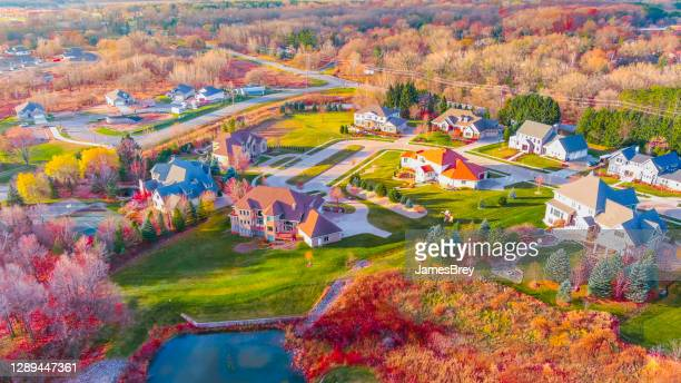 breathtaking autumn colors in neighborhood foliage - wisconsin stock pictures, royalty-free photos & images
