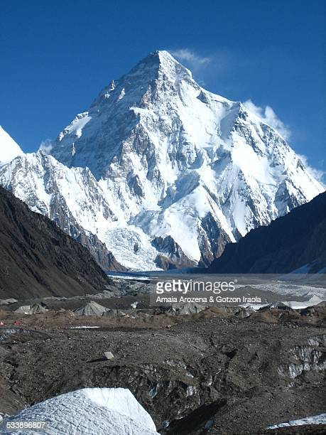 breathtaking view of the dangerous mountain k2 - k2 mountain stock pictures, royalty-free photos & images