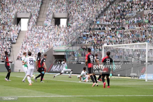 Breel Embolo of Borussia Moenchengladbach scores his team's second goal during the Bundesliga match between Borussia Moenchengladbach and Hertha BSC...