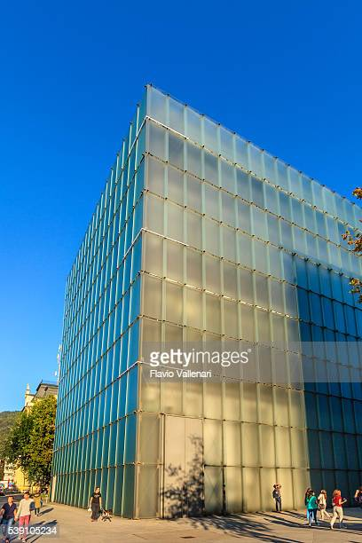 bregenz, dem kunsthaus bregenz (kub)-österreich - vorarlberg stock-fotos und bilder