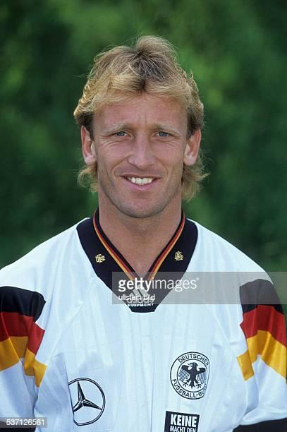 Brehme Andreas * Fussballspieler Trainer D Spieler der Nationalmannschaft 19841994 Weltmeister 1990 Portrait im Trikot der Nationalmannschaft 1992