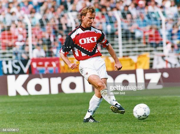 Brehme Andreas *Fussballspieler Trainer DSpieler der Nationalmannschaft 19841994Weltmeister 1990 Szene aus dem Bundesligaspiel Hambuger SVgegen FC...