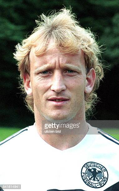 Brehme Andreas *Fussballspieler Trainer DSpieler der Nationalmannschaft 19841994Weltmeister 1990 Portrait als Nationalspieler im DFBTrikot