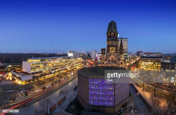 breitscheidplatz panorama skyline (berlin, germany) - memorial kaiser wilhelm - fotografias e filmes do acervo